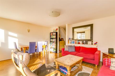 3 bedroom flat to rent - Annandale Road, London