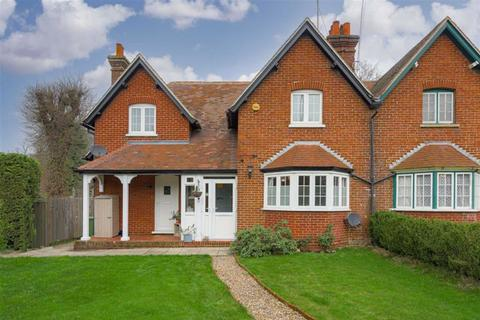 2 bedroom terraced house for sale - Driftways Cottages, Banstead, Surrey