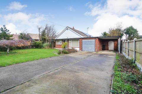 3 bedroom detached bungalow for sale - The Drive, Mayland