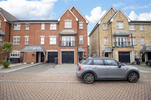 4 bedroom terraced house for sale - Cobham Close, Enfield