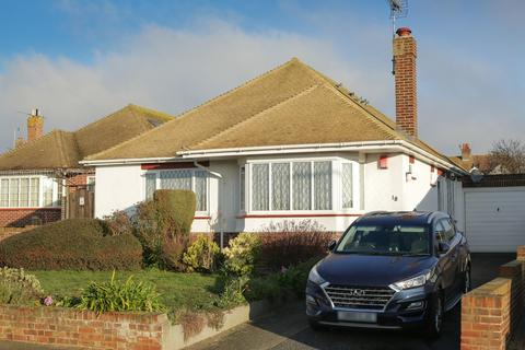 4 bedroom detached bungalow for sale - Harmsworth Gardens, Broadstairs