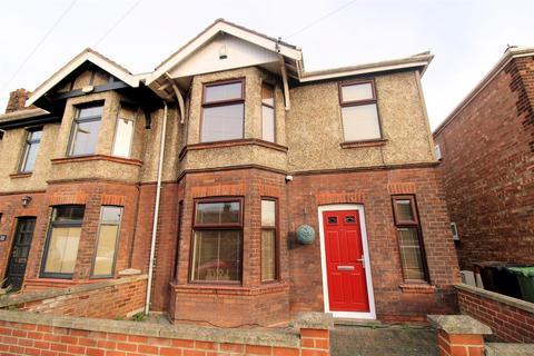3 bedroom townhouse - King George V Avenue, King's Lynn