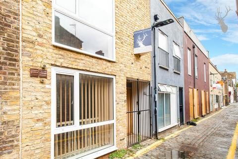 3 bedroom townhouse to rent - Voss Street, Bethnal Green, London