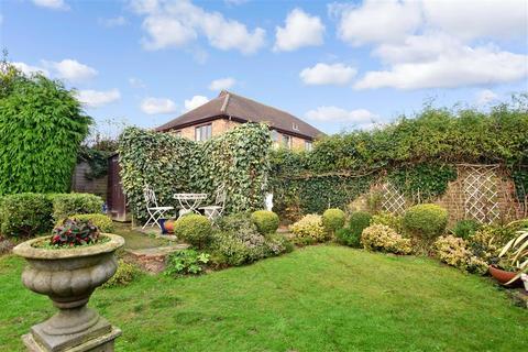 3 bedroom detached bungalow for sale - Brighton Road, Horsham, West Sussex