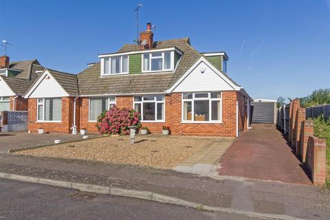 3 bedroom semi-detached house for sale - Woodside Gardens, Sittingbourne, Kent, ME10