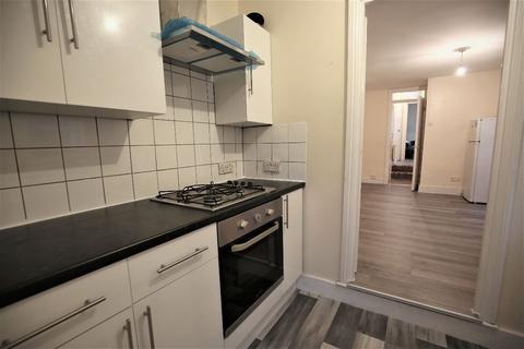 2 bedroom flat - b Mabley Street, London