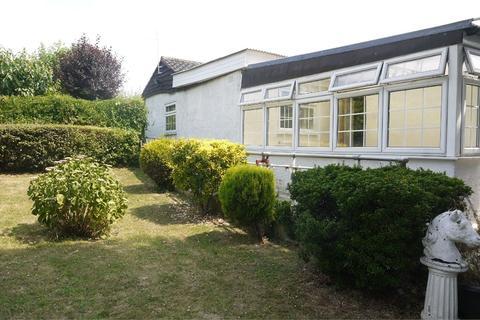 2 bedroom detached bungalow to rent - Shepherds Hill, ROMFORD, Essex
