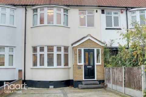 3 bedroom terraced house for sale - Northumberland Avenue, Hornchurch, RM11
