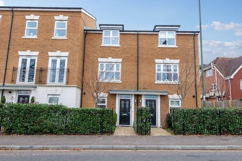 4 bedroom house for sale - Parsonage Road, Horsham