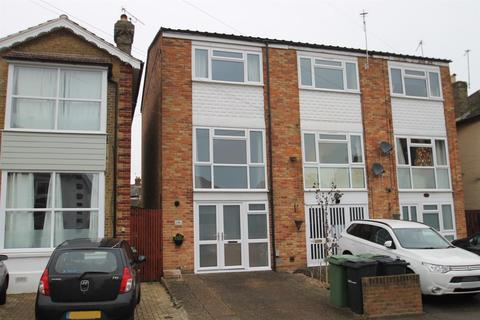 3 bedroom end of terrace house for sale - Douglas Road, Maidstone