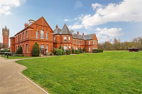 2 bedroom apartment for sale - Osborne House, Repton Park, Woodford Green IG8
