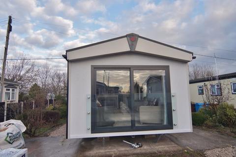 2 bedroom park home for sale - Greenfield Park, Freckleton, Preston, PR4 1UB