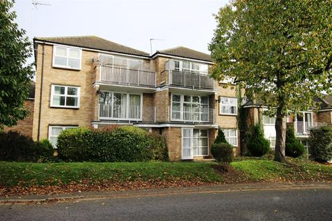 2 bedroom flat to rent - Himley Court, Himley Green, Linslade
