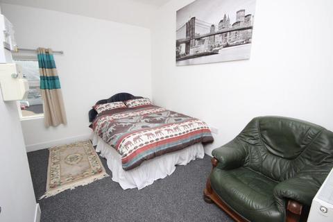 Studio to rent - Blackwell Street, Kidderminster