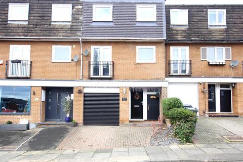 4 bedroom townhouse for sale - Milbank Court, Darlington