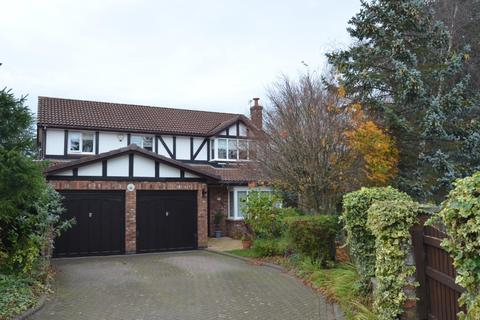 4 bedroom detached house for sale - Walnut Close, Wilmslow