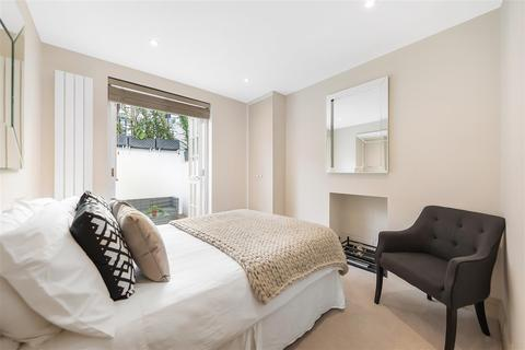 3 bedroom flat - Blenheim Crescent, W11