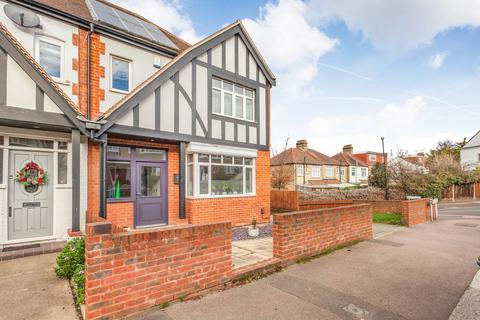3 bedroom terraced house to rent - Sky Peals Road, Woodford Green, IG8