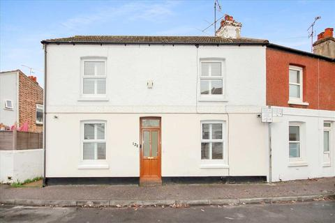 2 bedroom end of terrace house for sale - Station Road, Worthing.