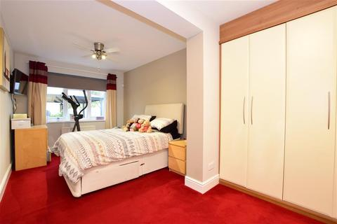 3 bedroom bungalow for sale - Norman Road, Hornchurch, Essex