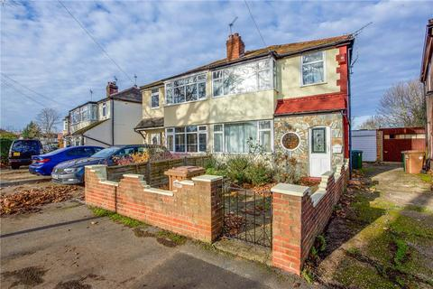 3 bedroom semi-detached house for sale - Strodes Crescent, Staines-upon-Thames, Surrey, TW18