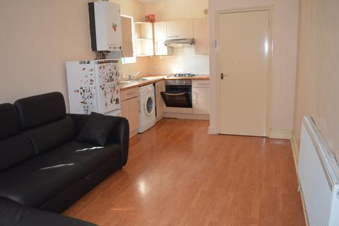 2 bedroom flat - Lea Bridge Road, London, E10