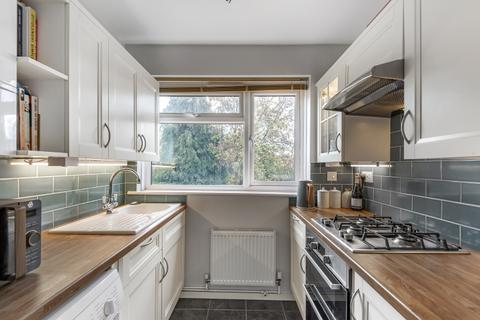 2 bedroom flat to rent - Holmesdale Close London SE25