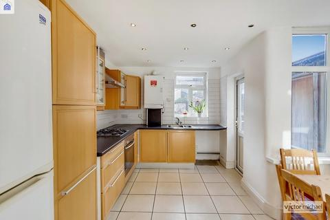 3 bedroom terraced house for sale - Jedburgh Road, London, Greater London. E13