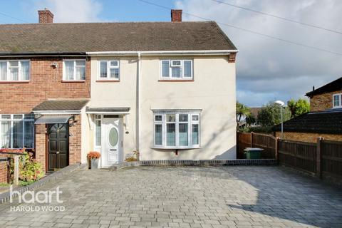 3 bedroom end of terrace house for sale - Daventry Road, Romford