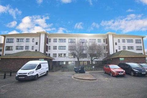 3 bedroom maisonette - Summerwood Rd, Isleworth