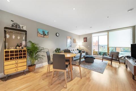 1 bedroom flat - Streatham High Road, SW16