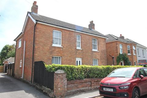 6 bedroom detached house to rent - Canford Road, Bournemouth, Dorset, BH11