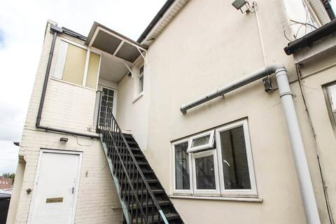4 bedroom property to rent - Wallisdown Road, Poole, BH12