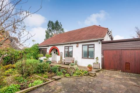4 bedroom detached bungalow for sale - Summerhouse Drive, Joydens Wood, Bexley