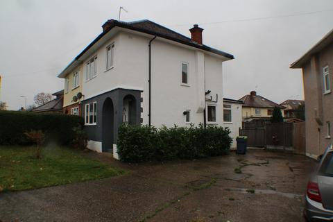 3 bedroom semi-detached house to rent - Lynwood Drive, London RM5