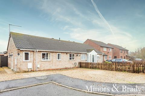 3 bedroom semi-detached bungalow for sale - Henrys Court, Watton