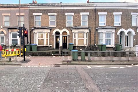 3 bedroom terraced house to rent - Woolwich Road, London