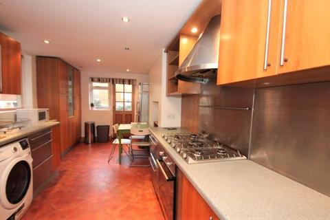 4 bedroom terraced house to rent - Ellesmere Road, London E3