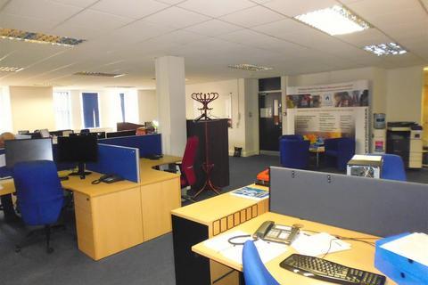 Office to rent - George Street, Aylesbury, HP20