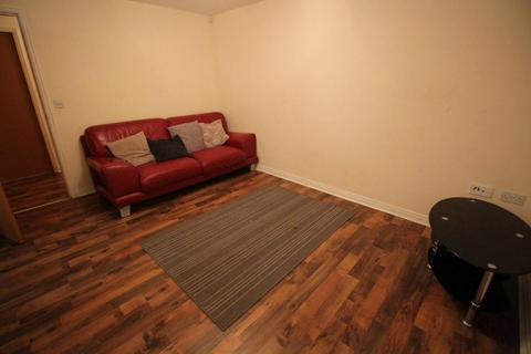 2 bedroom flat to rent - Hansby Drive, Hunt's Cross