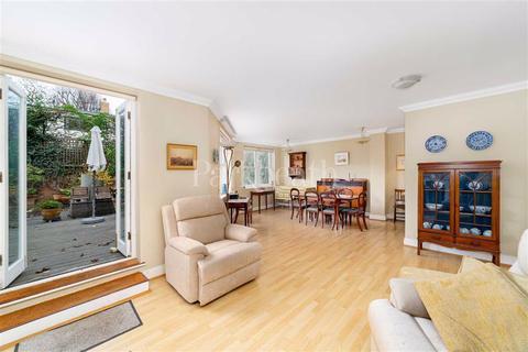 3 bedroom flat for sale - Belsize Avenue, Belsize Park, London
