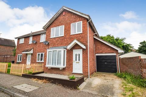 3 bedroom semi-detached house to rent - Hamberts Road, South Woodham Ferrers
