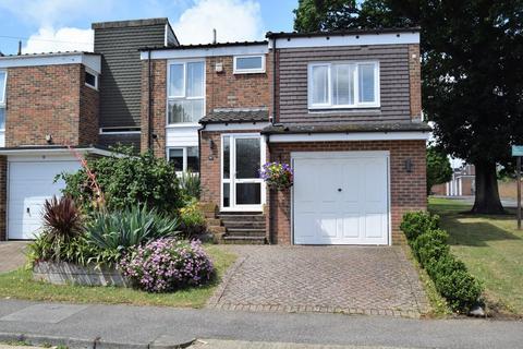 4 bedroom semi-detached house for sale - Lyall Way, Rainham