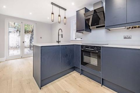 2 bedroom flat for sale - Stirling Road, Stockwell, London