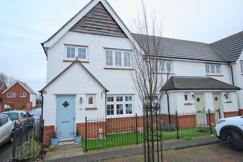 3 bedroom end of terrace house - Holtby Avenue, Cottingham