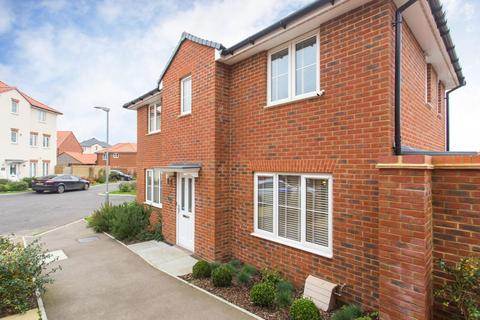 3 bedroom semi-detached house for sale - Lamplight Gardens, Aylesham, Canterbury