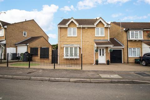 4 bedroom link detached house - Tarpan Way, Broxbourne