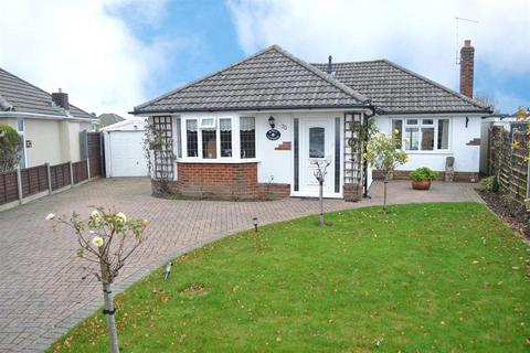 2 bedroom detached bungalow for sale - Greystoke Avenue, Bear Cross, Bournemouth