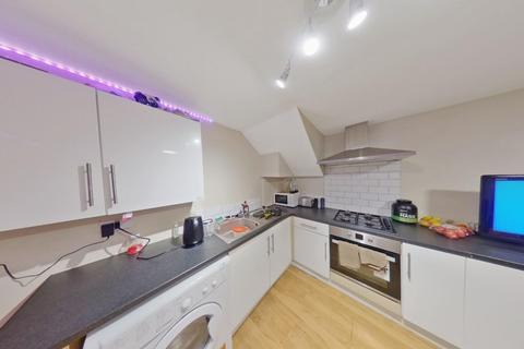 4 bedroom flat to rent - *£100pppw* Derby Road, Nottingham, NG7 1LR