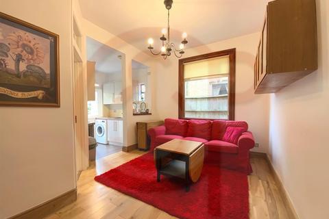 3 bedroom flat to rent - Larden Road, Acton, W3
